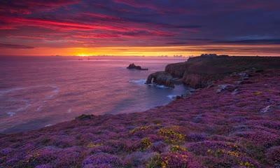 英国康沃尔郡岸边的日落
