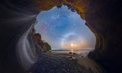 拍摄于俄勒冈州海岸拥抱点瀑布的幻月