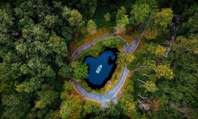 Ruskeala山地公园的地下湖